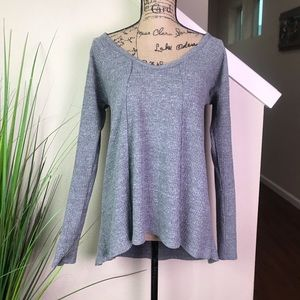 simple sun & shadow long sleeve top in gray